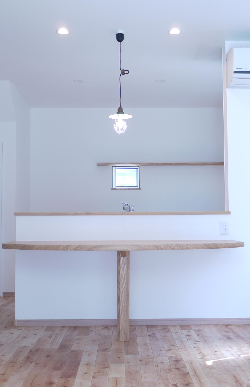 ラウンドテーブルのある家